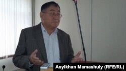 """""""Жас Алаш"""" газетінің бас редакторы Рысбек Сәрсенбайұлы."""
