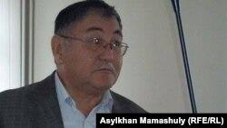 Главный редактор газеты «Жас Алаш» Рысбек Сарсенбай в суде. Алматы, 12 ноября 2015 года.