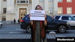 Одиночный пикет возле здания Московской городской думы