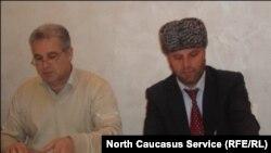 Пресс -конференция тIобитIарал гIуцIарухъаби Миcкинджа росдал жамагIатчагIи Агъаларов Сардар ва Канберов Фахредин.