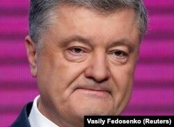 Президент Украины и кандидат в президенты Петр Порошенко после объявления данных экзитполов, показавших уверенную победу его соперника Владимира Зеленского. Киев, 21 апреля 2019 года.