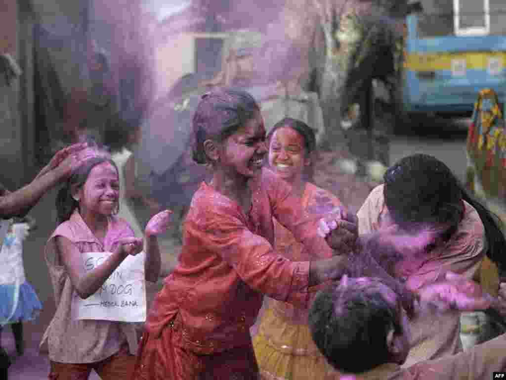 """В Индии продолжается празднование успеха фильма """"Миллионер из трущоб"""""""