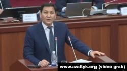 Глава ГКНБ Кыргызстана Абдиль Сегизбаев в парламенте.