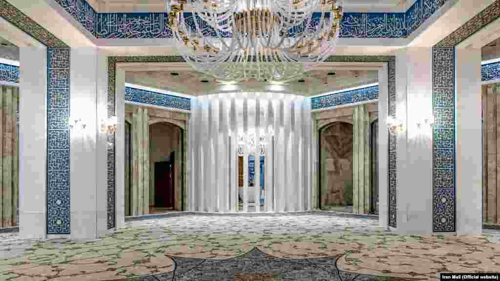 نمایی داخلی از مسجد مجموعه ایران مال