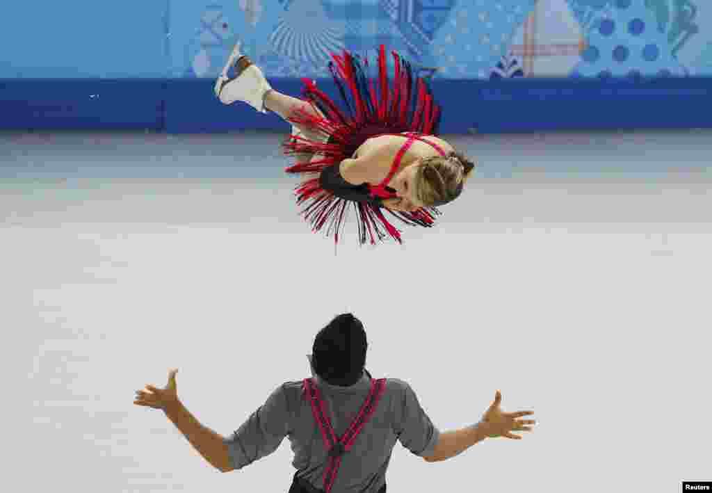 Пейдж Лоренс і Руді Свіґерз із Канали в короткій програмі серед пар фігуристів