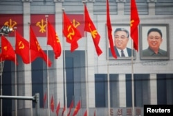 Портреты Ким Ир Сена и Ким Чен Ира в Пхеньяне, 6 мая 2016 года.