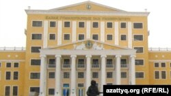 Здание Казахского гуманитарно-юридического университета. Астана, 16 марта 2011 года.
