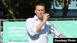 Aleklei Navalny speaks at a rally in Novosibirsk