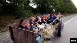 Біженці в передмісті Ґорі. 13 серпня 2008 р.