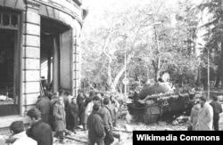 Подбитый танк на улицах Тбилиси, декабрь 1991 г.