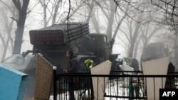 """Ресейшіл сепаратистердегі """"Град"""" артиллериялық қару кешені. Донецк, Украина, 20 қаңтар 2015 жыл."""