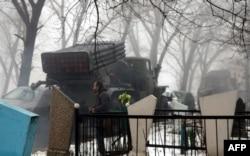 """20 января: ракетная установка """"Град"""" на Новоигнатьевском кладбище Донецка, расположенном фактически напротив аэропорта"""