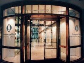 Вход в здание офиса Европейского банка реконструкции и развития (ЕБРР) в Лондоне.