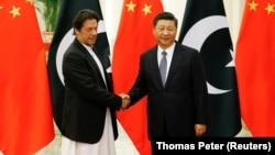 Кытайдын лидери Си Цзиньпин менен Пакистандын премьер-министри Имран Хан (солдо), Бээжин, 2-ноябрь 2018-жыл.
