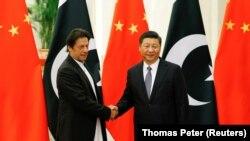 چینی ولسمشر شي جینپینګ له پاکستاني وزیر اعظم عمران خان سره په ستر تالار کې ولیدل. نومبر ۲، ۲۰۱۸