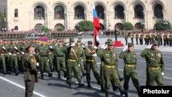Ռուսաստանցի զինծառայողները մասնակցում են Հայաստանի Անկախության օրվան նվիրված զորահանդեսին, Երևան, 21-ը սեպտեմբերի, 2011թ․