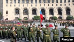 Armenia - Russian soldiers march in an Armenian military parade in Yerevan, 21Sep2011.