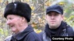 Vasile Enache, săteanul martor al masacrului și cercetătorul Adrian Cioflâncă