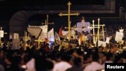 مسيحيون مصريون في مظاهرة إحتجاج ضد الهجوم على كنيسة في جنوب البلاد العام الماضي