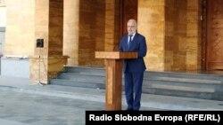 Претседателот на Собранието Талат Џафери ја одржа прес-конференцијата на отворено, пред Собранието