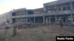 نمایی از ساختمان تخریب شده یکی از احزاب کرد مخالف جمهوری اسلامی در حملات سپاه. تصویر اختصاصی از رادیو فردا (عکاس: رسول محمود)