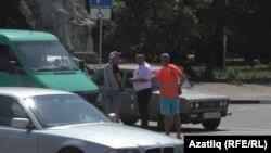 Полиция Акмәчеттә бер автобусны тикшерә