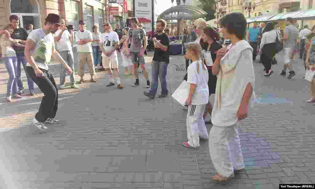 На #оккупайарбат танцуют как хотят