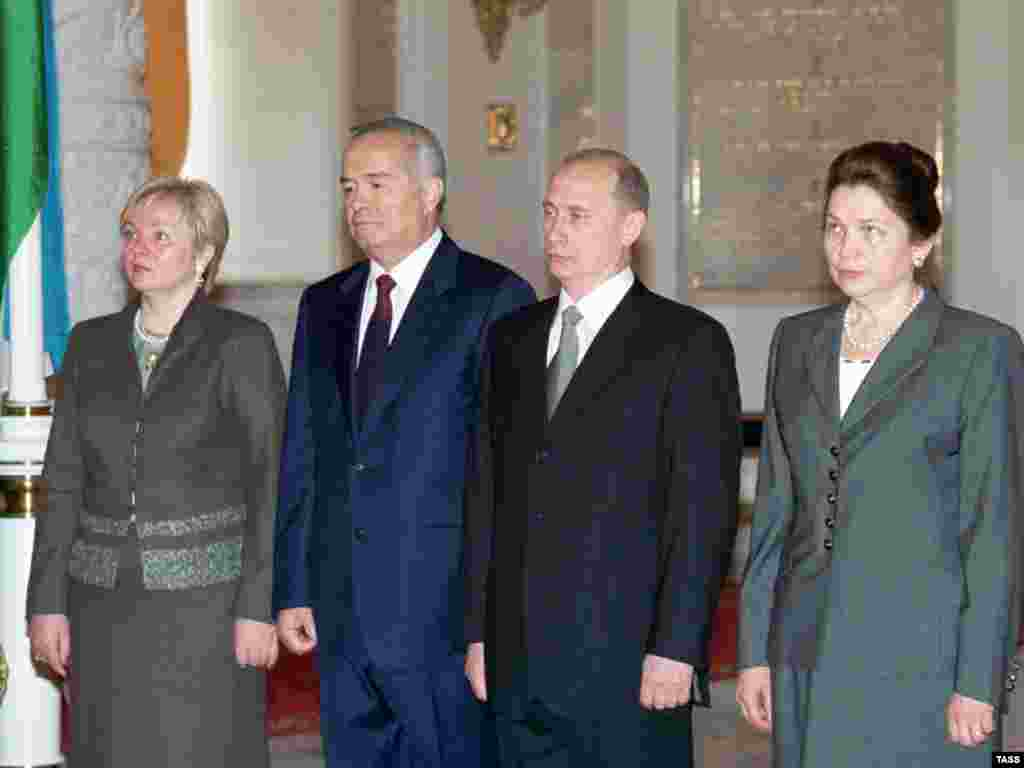 Lyudmila Putina (left), Uzbek President Islam Karimov, Russian President Vladimir Putin, and Tatiana Karimova at the Kremlin in May 2001