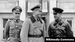 Перед війною нацистські і радянські військові браталися...