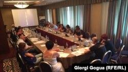 В круглом столе, посвященный проблемам борьбы с гепатитом С, приняли участие представители Министерства здравоохранения, неправительственных организаций и независимые эксперты