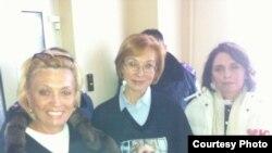 Олександра Кужель, Людмила Денісова і Тетяна Слюз у лікарні, де перебуває Тимошенко, Харків, 16 січня 2013 року (ФОТО з Twitter Андрія Шевченка @ashevch)