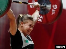 Tomusky ХVIII Aziýa oýunlarynda türkmenistanly agyr atletikaçy Kristina Şermetowa 53 kilograma çenli agram derejede çykyş edip, kümüş medaly almagy başardy.