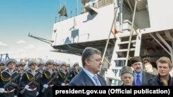 Президент України Петро Порошенко відвідав флагман ВМС України фрегат «Гетьман Сагайдачний»