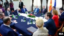 პრემიერმა ზორან ზაევმა განაცხადა, რომ საბერძნეთის ლიდერებთან მიაღწიეს კომპრომისულ ვარიანტს