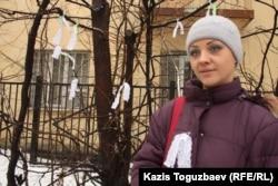 Екатерина Башкатова, гражданская активистка из группы поддержки пограничника Владислава Челаха, приговоренного к пожизненному сроку по обвинению в убийстве 15 человек. Алматы, 5 февраля 2013 года.