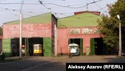 Алматыда депода тұрған трамвайлар.