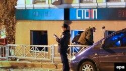 Ոստիկաները զննում են պայթյունի վայրը, 9-ը նոյեմբերի, 2014