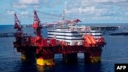 Norveç - Statoil şirkətinin platforması