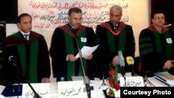 حسين الانصاري الاول من اليسار