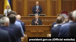 Президент Украины Петр Порошенко выступает с ежегодным посланием к Верховной Раде Украины. Киев, 7 сентября 2017 года