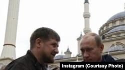 Нохчийчоь - Кадыров Рамзан (Аьт) оьрсийн президентца Путин Владимирца (Аьр)