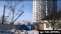 Саранск. Новые дома наступают на частные владения