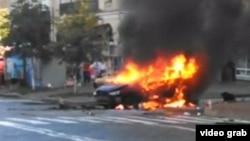 Շերեմետի մեքենան պայթյունից հետո այրվում է, Կիև, 20-ը հուլիսի, 2016թ․