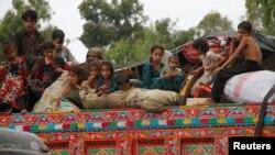 Пәкістаннан Ауғанстанға қайтып бара жатқан ауған босқындары. Пешавар, тамыз 2016 жыл (Көрнекі сурет).