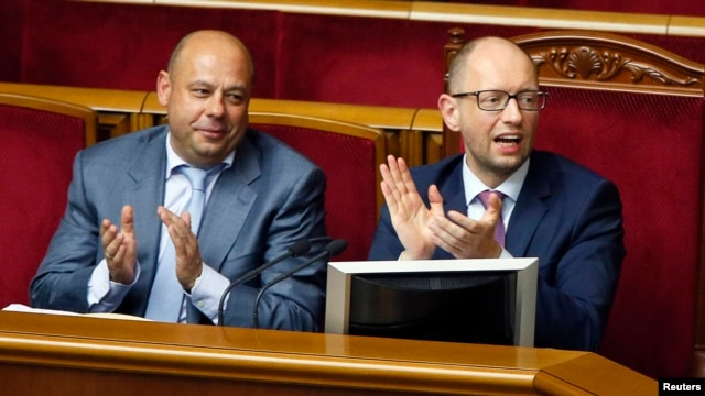 Ukrainian Prime Minister Arseniy Yatsenyuk (right) and Energy Minister Yuriy Prodan during a session in parliament on August 14 which passed laws allowing sanctions to be imposed on Russia.