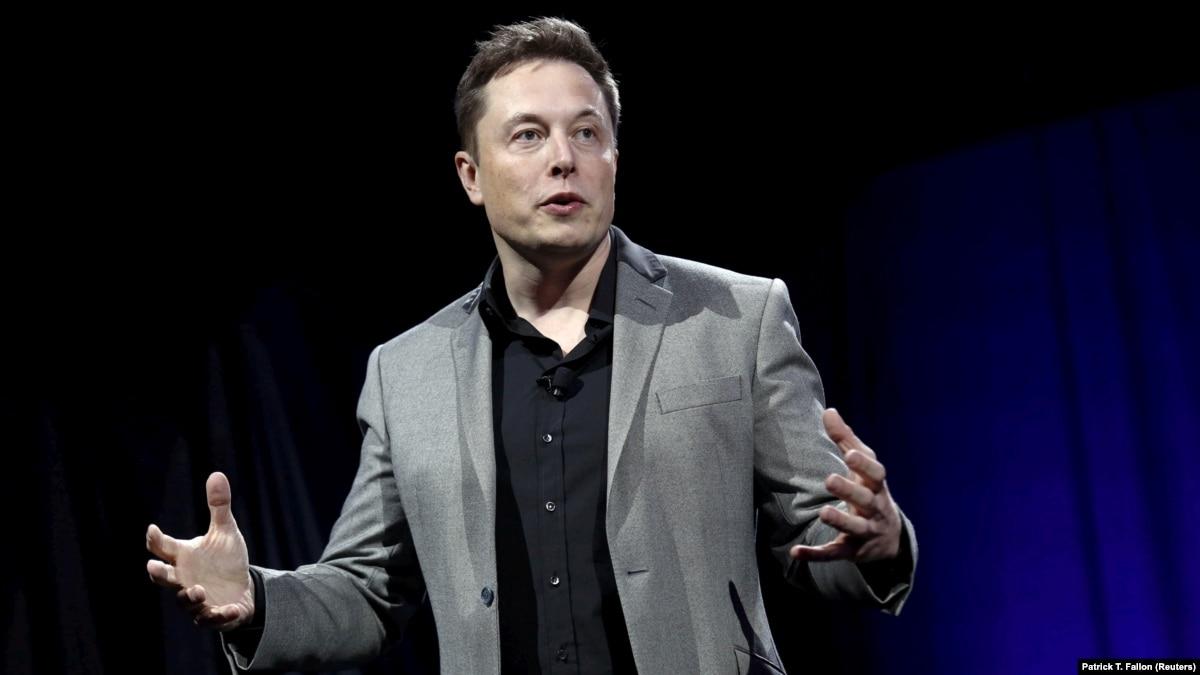 Илон Маск на три года отстранен от руководства Tesla