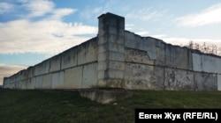 Со стен мемориала отпала почти вся альминская плитка