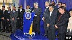 Архивска фотографија: Лидерот на ДУИ, Али Ахмети и партиското раководство на прес-конференција во партиското седиште во Мала Речица.