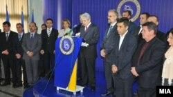 Лидерот на ДУИ, Али Ахмети и партиското раководство на прес-конференција во партиското седиште во Мала Речица.