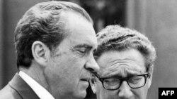 ریچارد نیکسیون (چپ) و مشاور امنیت ملیاش هنری کسینجر